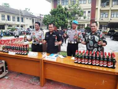 Jelang Lebaran, Gudang Penyimpanan Miras Digerebek, Ribuan Botol Disita