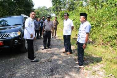 Tinjau Perbaikan Jalan Alternalif Lintas Tengah Sumatera, Kak Wari Wanti-Wanti Kualitas Jalan