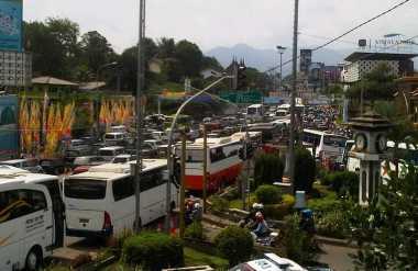 Antisipasi Membeludaknya Wisatawan, 10 CCTV dan Marka Jalan Dipasang di Jalur Puncak