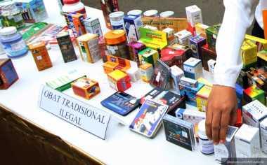 Bawa Ratusan Obat Tak Berlabel, 4 Pria Mencurigakan Diamankan dari Kontrakannya