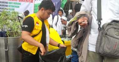 Lebaran 2017, Kang Dedi Mulyadi Beri THR ke Petugas Kebersihan di Purwakarta