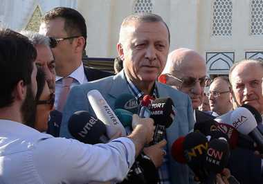 Walah.. Presiden Turki Pingsan saat Salat Id