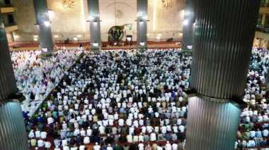 Lantai Dasar Masjid Istiqlal Sudah Rapat Terisi Jamaah Salat Id