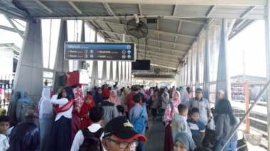 Rayakan Lebaran, Penumpang di Stasiun Bojonggede Membludak
