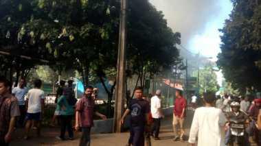 Astaga.. Rumah 2 Lantai di Duren Sawit Terbakar saat Lebaran