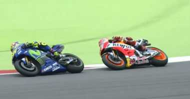 Salip Marquez dan Zarco, Rossi Pimpin Balapan
