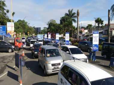 Jalur Puncak Macet, Kendaraan dari Jagorawi Diarahkan Keluar Tol Bogor