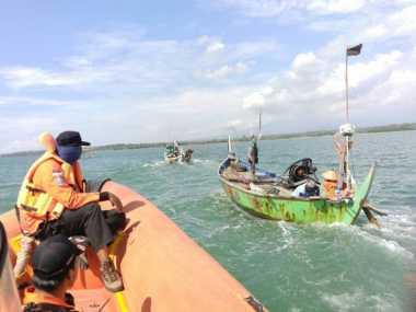 Ngeri! 2 Nelayan Terombang-ambing di Lautan