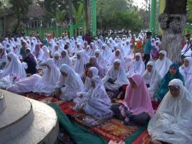 Jamaah Tarekat Naqsyabandiyah Kholidiyah Al Aliyah di Jombang Rayakan Lebaran Hari Ini