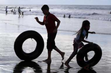 Libur Lebaran, Basarnas Bandung Siaga di Objek Wisata Pantai