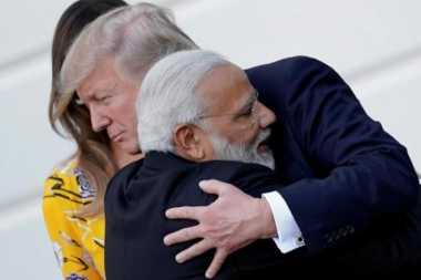 PM India Peluk Trump Sebelum Berikan Pernyataan Bersama