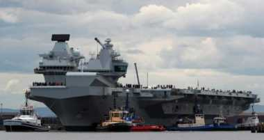 Kapal Perang Terbesar Inggris HMS Queen Elizabeth Jalani Pelayaran Perdana