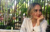 Cinta Laura Suka <i>Banget</i> Lipstik Merah Oranye, Kenapa Ya?