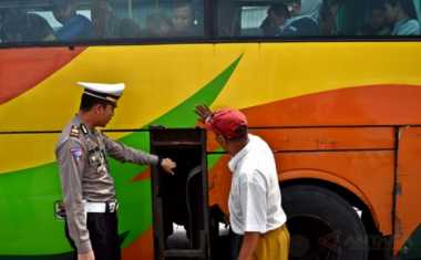 H+2 Lebaran, Polisi Amankan Bus Tidak Layak Jalan di Jalur Puncak