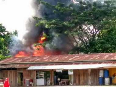 Puluhan Kios di Pasar Bawah Bangko Terbakar