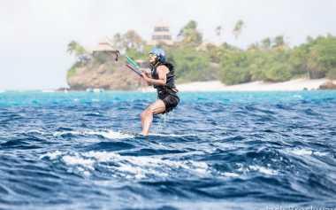 Sebelum Injak Kaki di Bali, Obama Jajal Kitesurfing di Virgin Island