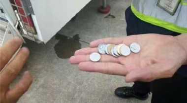Lemparan Koin Seorang Nenek ke Mesin Pesawat Bikin Penerbangan Tertunda