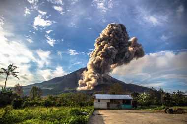 Gunung Sinabung 2 Kali Erupsi pada Lebaran Hari Kedua dan Ketiga
