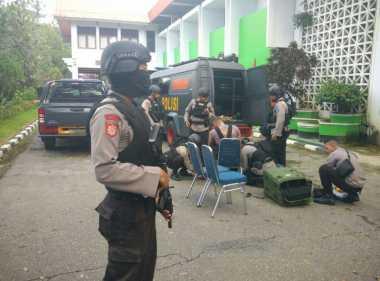 Paket Diduga Bom Dievakuasi ke Mako Brimob Polda Sultra
