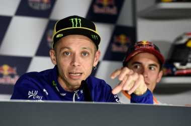 Lakukan Overlap di Assen, Rossi Minta Maaf kepada Lorenzo