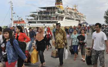 Saling Berdesakan, Sejumlah Penumpang Pingsan di Pelabuhan Bakauheni