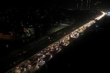 H+4 Lebaran, Arus Balik Jalan Tol Jakarta-Cikampek Mulai Padat