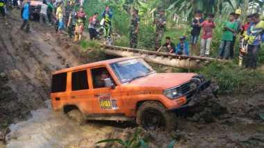 Lalui Lintasan Menantang, Bupati Lahat Aswari Riva'i Offroad Bareng Kapolda Sumsel dan Pangdam II/Sriwijaya