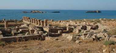 HISTORIPEDIA: Tsunami Hantam Alexandria Sebabkan Puluhan Ribu Orang Tewas