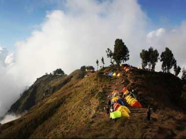 Antara 'Nyesek' dan Malu, Pendaki Asal Prancis Punya Trik Unik Mendaki Gunung Indonesia