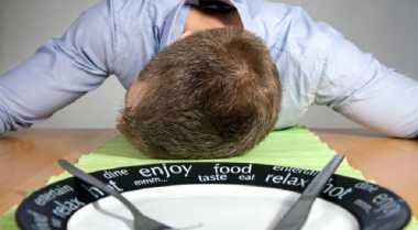 Susah Bisa Tidur 8 Jam Sehari? Curi-Curi Waktu saat Makan Siang Solusinya