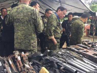 Presiden Filipina Kunjungi Garis Depan Wilayah Konflik Marawi