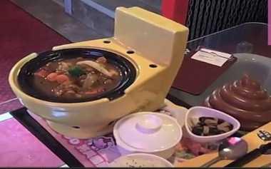 5 Makanan yang Disuguhkan dengan Cara Paling Tidak Biasa, Mulai Sekop Sampai Toilet Buatan!