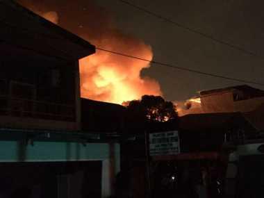 Sempitnya Lokasi Kebakaran di Medan Persulit Petugas Padamkan Api