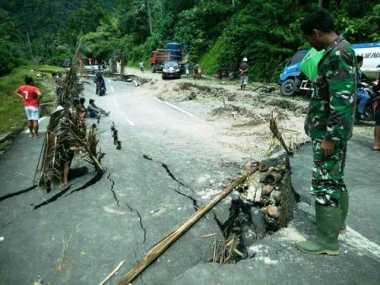 Curah Hujan Tinggi, Ruas Jalan Trans Sulawesi Amblas Parah