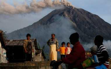 2 Tahun Tinggal di Pengungsian, BNPB Percepat Relokasi Korban Erupsi Gunung Sinabung