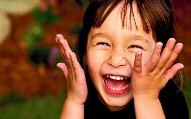 Sering- Sering Tertawa Mulai Sekarang karena Bisa  Terhindar dari Stres Kronis