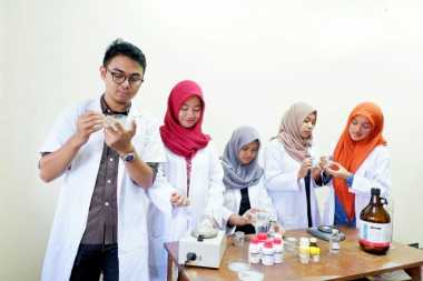 Wuih, Mahasiswa Sulap Cangkang Kepiting dan Udang Jadi Obat Mata
