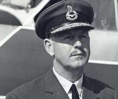 OKEZONE STORY: Kisah Pahlawan Perang Asal Inggris Sir Kenneth Cross Bertahan di Laut Arktik yang Beku Pasca-Dibom Musuh