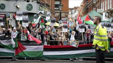 Warga Muslim Eropa Berunjuk Rasa Desak Israel Hentikan Agresi di Masjid Al Aqsa