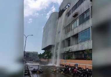 VIDEO: Tangki Air Pecah Bawa Bencana bagi Manusia, Gedung dan Kendaraan
