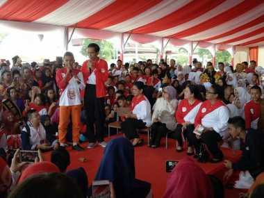 Ketika Presiden Jokowi Unjuk Kebolehan Main Sulap di Depan Ribuan Anak