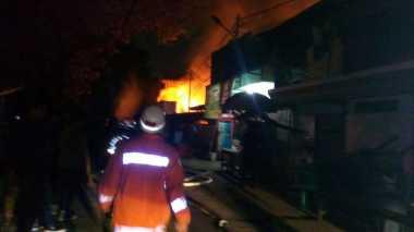 Permukiman Padat di Kayuputih Kebakaran, 14 Damkar Dikerahkan