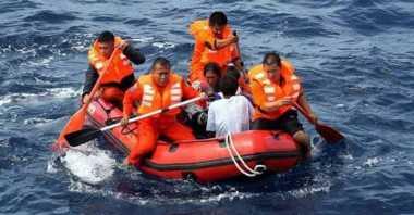 Basarnas Selamatkan Empat Wisatawan Mancanegara yang Terjebak saat Kapalnya Karam