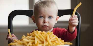 Anak Doyan Makan Fast Food, Begini Antisipasinya Biar Anak Tetap Sehat!