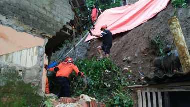 Tak Temukan Korban Longsor di Temanggung, BPBD: Pencarian Dilanjut Besok