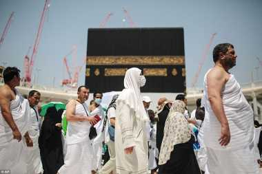 Kacamata Hitam hingga Sandal Flip-flop, Aksesori yang Wajib Dibawa saat Pergi Haji