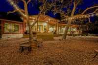 Taman Belakang Rumah Remang-Remang, Ini Saran Pakar Dekorasi Supaya Lebih Terang