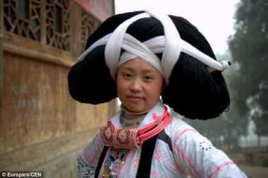 3 Tradisi Unik Membuat Wajah Suku Pedalaman Cantik, dari Tato Wajah hingga Rambut Tanduk