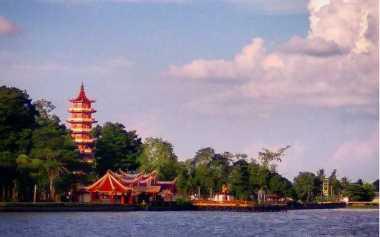 Pulau Kemaro dan Kisah Cinta Putri Fatimah & Tan Bun Ann yang Menerjunkan Diri ke Sungai Musi