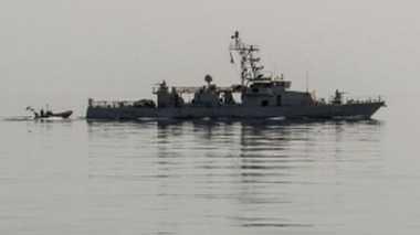 Kapal Perang AS Luncurkan Tembakan Peringatan Terhadap Kapal Iran